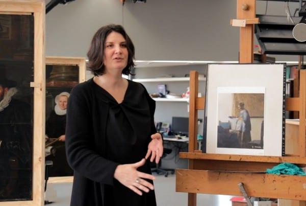 Vermeercentrum brieflezende vrouw in blauw